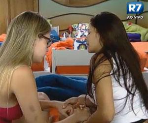 Nuelle Alves e Bianca Luperini oram juntas no quarto da sede