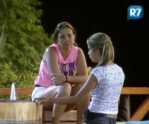 Após briga e pedido de desculpas, Angelis e Gabriela conversam numa boa