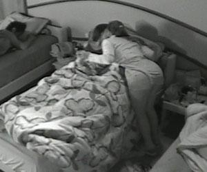 Casal inusitado protagoniza primeiro beijo na boca do reality