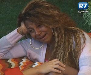 """""""Eu não sei em quem acredito"""", chora Karine Dornelas"""