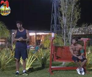 Thyago e Victor flagram casal em cena quente