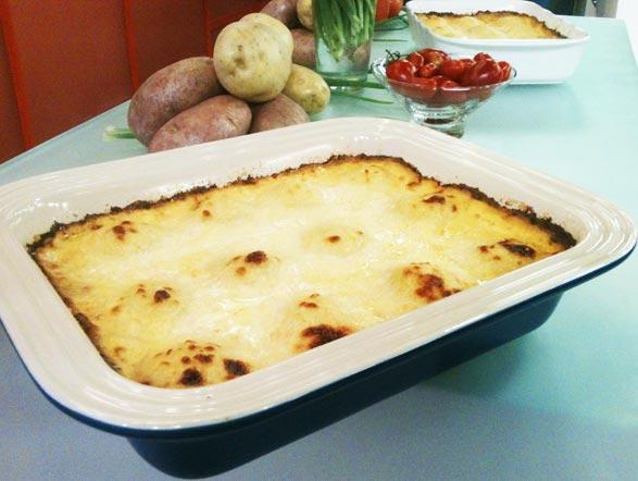 Para combinar com essa estação gelada, um queijo vai sempre bem, não é mesmo? Pensando nisso, Edu Guedes ensina como preparar de maneira fácil um nhoque recheado de queijo. Aprenda! + Veja os ingredientes e o modo de preparo!